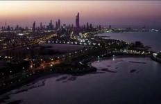وقت الغروب على سواحل الكويت